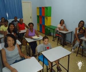Familiares de José Luiz conhecendo previamente a 'Escola da Leitura'