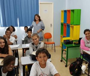 Turma B e a supervisora educacional do Colégio Municipal Delce Horta, Elaine Almeida