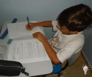 Rafael escrevendo sua ideia