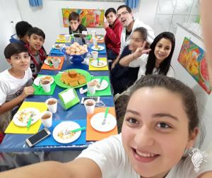 Selfie no refeitório da Criativa Leitura