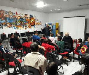 Contação da história do livro 'O ET Zarolhinho no Planeta das Diferenças', com o escritor Marcio Marinho Nogueira