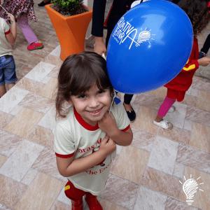 Balão e marcador de página de presente para todo mundo