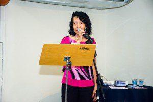 Eva Oliveira, filha do senhor José Luiz de Oliveira, patrono da 'Escola da Leitura'