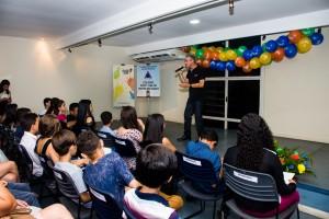 Marcio Marinho homenageando os escritores e as escritoras
