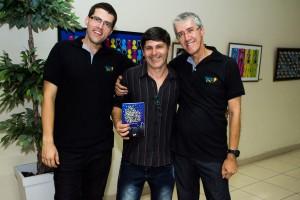 Marcelo, Clóvis Lima e Marcio. Clóvis é o professor da Oficina de Ilustração para Livros